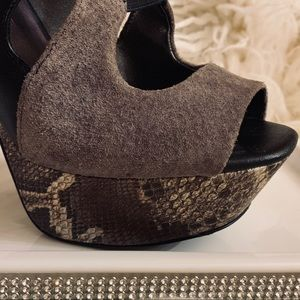 Jessica Simpson Shoes - • Python Print Pumps •